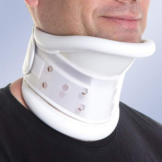 Rigid collar with chin support (adjustable)