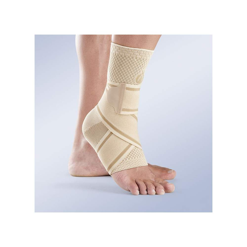 Cross-elastic ankle beige - Anklet sock type manufactured from breathable stretch fabric through the soft spot and very resistant flat knitting, cross elastic band includes eight.