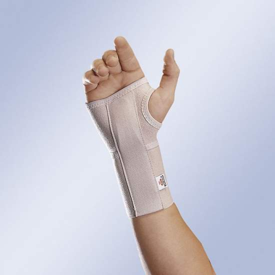 Wrist splint cuts - Wrist splint of soft elastic material, adjustable with Velcro fasteners. Moldable removable plate with hemispherical support in the palm.