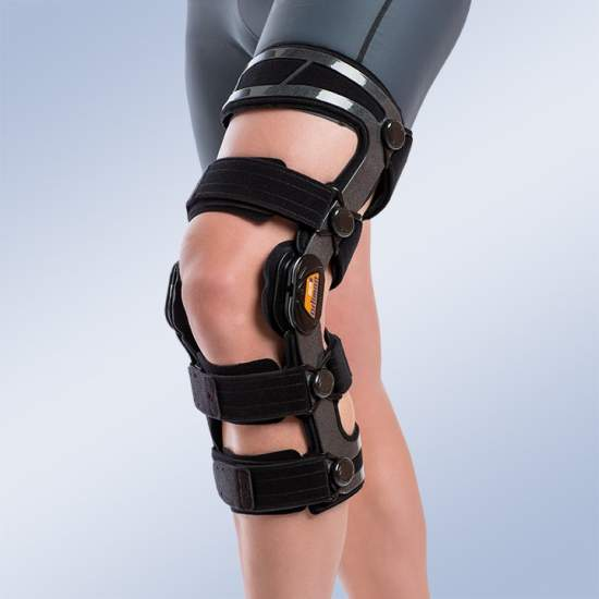 Functional Knee Orthosis controls flexion and extension with left - Made of aluminum, low-profile, lightweight, it is provided with dynamic polycentric joints with control and limitation of flexion and extension.