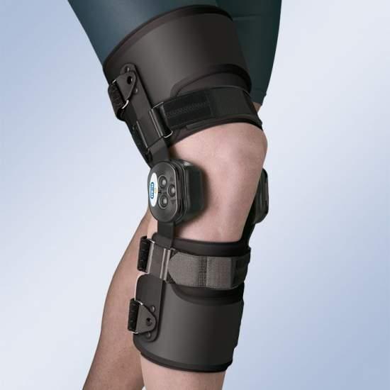 Ortesis de rodilla Active - Ortesis de rodilla provista de articulaciones policéntricas de doble eje con sistema de regulación de la flexo-extensión y tapa de protección. Hemivalvas de muslo y pantorrilla en termoplástico flexible con acolchado interior.