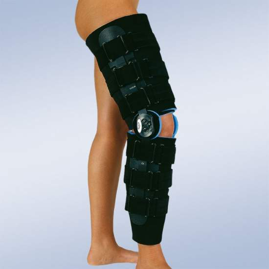 Brace post-surgical knee flexion and extension long - Knee brace consisting of two corselets of foam, two velcro straps and two adjustable joints polycentric 0-15-30-60 and 90 to limit flexion and extension.