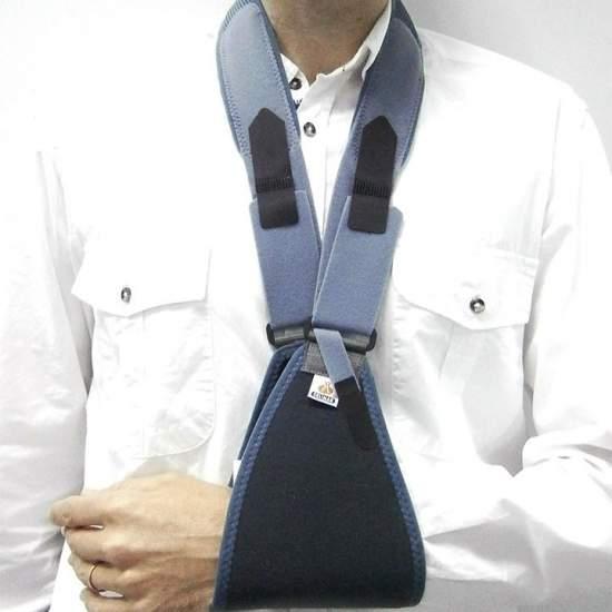 Banda cabestrillo - Compuesto por un apoyo antebraquial unido a un tirante que pasa por la parte posterior del cuello.