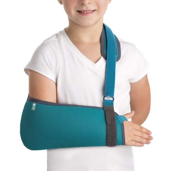 Pediatric Sling - Children Cabetsrillo manufactured honeycomb breathable fabric and bag-shaped curl elbow and forearm, it has a locking system microgancho with which we can adjust the length of the strut