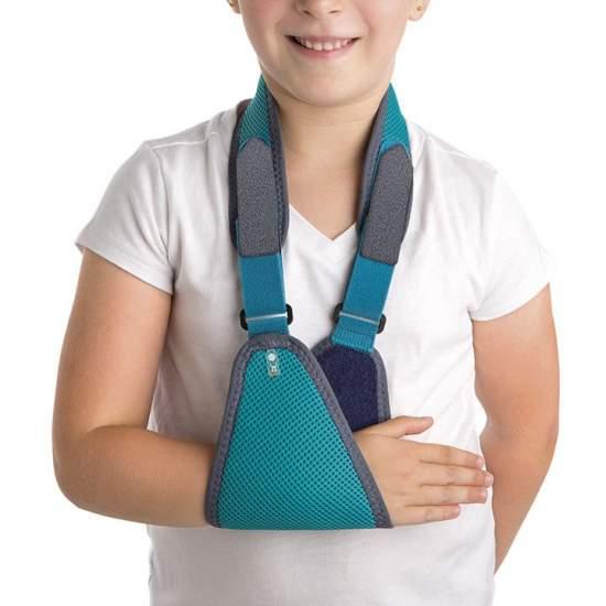 Banda Cabestrillo Pediátrico Orliman OP1133 - Está compuesto por un apoyo antebraquial unido a un tirante que pasa por la parte posterior del cuello.