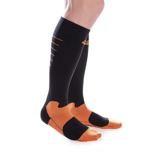 Calcetín Técnico Deportivo de Compresión - Mejoran el retorno venoso incrementando la recuperación muscular. Disminuyen los periodos de recuperación