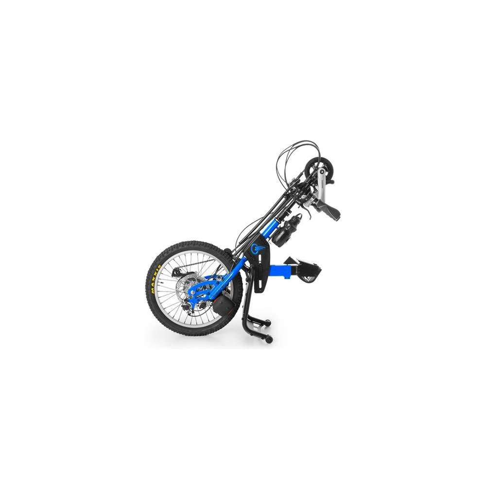 Handbike BATEC Manual - El handbike BATEC MANUAL es nuestro handbike acoplable a silla de ruedas de propulsión manual. Conéctalo a tu silla y descubre una nueva manera de moverte y hacer ejercicio.