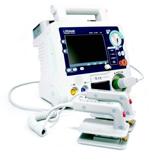 DEFIBRILLATOR FOR HOSPITAL USE COLOR LCD