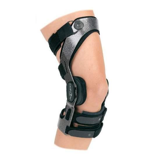 Donjoy ARMOR ginocchio -  Il DonJoy armatura ginocchiera ginocchio è dimensioni preimpostate forti e funzionali che sono sul mercato, progettato per persone con uno stile di vita attivo che vogliono proteggere i loro legamenti e ottenere un ottima vestibilità e...