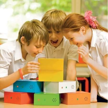6 altoparlanti scatole multicolore