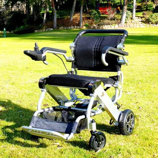 Silla de ruedas Mistral de Libercar - Disfrute de la última tecnología, chasis de aluminio y baterías de litio hacen de la Mistral una silla ultraligera y manejable
