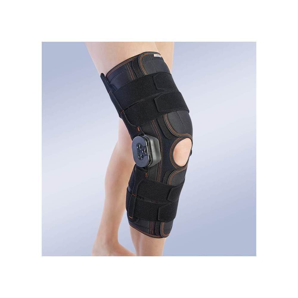 LONG FLEX-EXTENSION RODILLERA -  Knee pad made of breathable elastic three-layer material. The fabric consists of 3 textile layers that are divided into an elastic membrane based on microfrires, polyurethane...