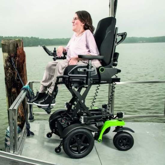 Fauteuil roulant électrique Juvo B5 / B6 OttoBock - LeFauteuil roulant JuvoIl est disponible en deux types de traction.