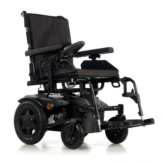 Sedia a rotelle Q100 R -  Sedia a rotelle elettrica QUICKIE Q100 R è la nuova sedia a rotelle elettrica ultra-compatta di serie sia all'interno che all'esterno per le tue prestazioni quotidiane.  Sedia a rotelle elettrica interna ed esterna standard...
