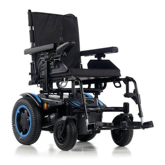 Cadeira de rodas Q200 R -  Cadeira de rodas elétrica Q200 R Ultra compacta. Agilidade interior superior, estabilidade e desempenho incrível ao ar livre.