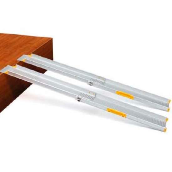 Télescopique Sky Ramp pour chaises et scooters - LeRampes télescopiques Sky de Apex ont une grande polyvalence à diviser en deux sections.