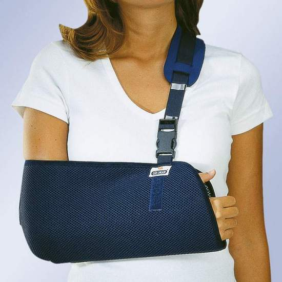 CABESTRILLO INMOVILIZADOR ORLIMAN - Fabricado con tejido transpirable de panal en forma de bolsa para codo y antebrazo. Dispone de una banda de ajuste que permite regular la altura del brazo con almohadilla protectora de hombro en neopreno.
