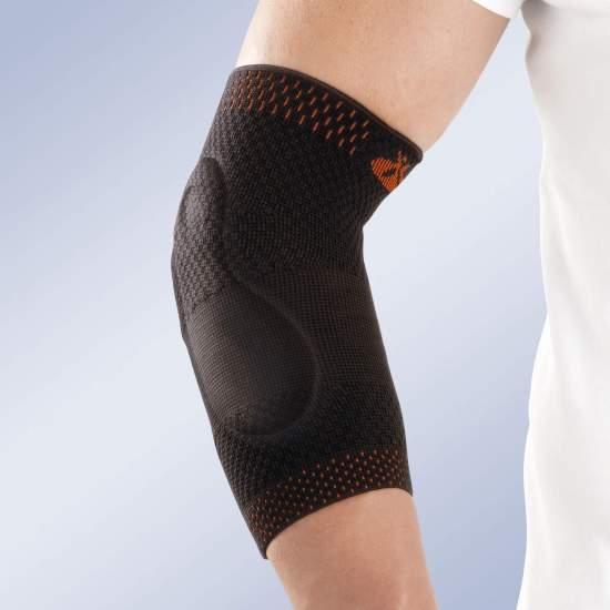 CODICE ELASTICO CON CUSCINI VISO-ELASTICI 9301 -  Realizzato in tessuto elastico a maglia traspirante mediante maglia piatta, incorpora due cuscinetti viscoelastici con forma anatomica che ridistribuiscono la compressione nell'epicondilo e nell'epitroclea.