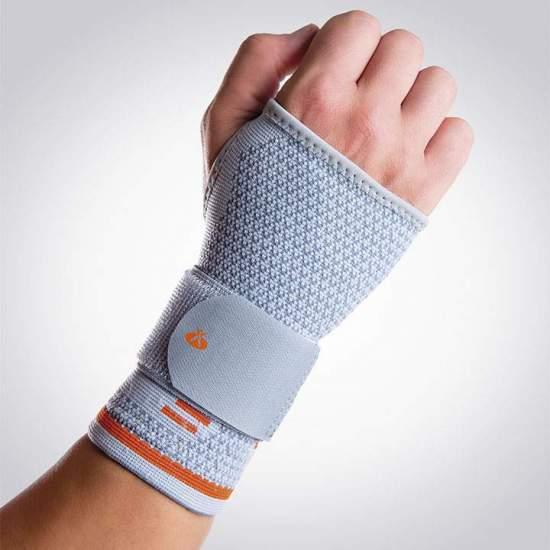 Muñequera Elástica Sport Orliman OS6260 - Confeccionada en tejido elástico de punto transpirable sin costuras lo que evita rozamientos molestos. Dispositivo muy resistente y suave, ofreciendo un mayor confort y ajuste anatómico en 3D; incluye cincha elástica para un ajuste...