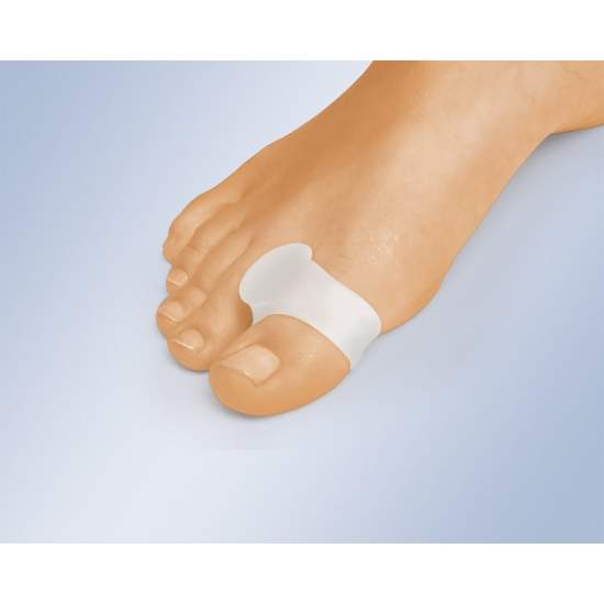 SEPARADOR DE CARRETE CON ANILLO GL-123 - El separador de dedos con anillo en el dedo gordo separa los dedos para ayudar a mantener la alineación correcta, impedir las rozaduras y aliviar la presión interdigital entre el primero y el segundo dedo.