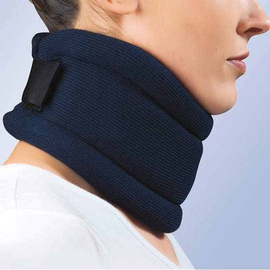 Orliman Soft Collar - Made of polyurethane foam with a height of 7.5 to 10.5 cm, Velcro back closure and anatomical design. Outdoor cover 100% Cotton.