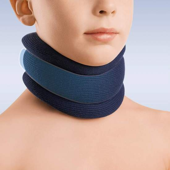 Pediatric semi-rigid collar - Made of polyurethane foam with a height of 5 to 6.5 cm, reinforcement of polyethylene band, velcro back closure and anatomical design, provided with washable additional cover of blue color 100% Cotton. The pediatric cervical collar has...