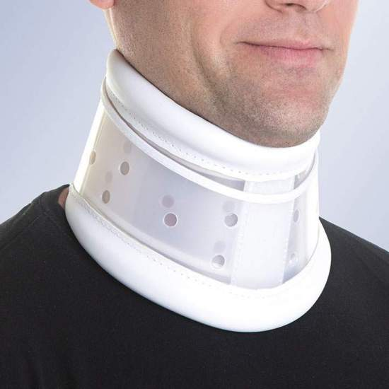 Adjustable semi-rigid collar -  Manufactured in two superimposed polyethylene pieces adjustable in height by means of the hook velcro, it is padded on its upper and lower edges, lined with leatherette, and with a back closure system by velcro.  Color: White