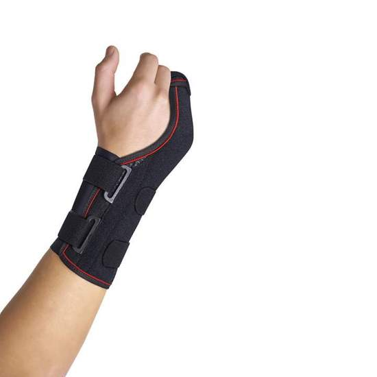 Semi-rigid wrist brace with palmar - dorsal / 4th and 5th metacarpal splints - Wristband made with a breathable textile base and a layer of cotton that is in contact with the skin allowing free movement of the fingers. The palmar and dorsal splints are made of malleable aluminum, for a more independent grip of the...