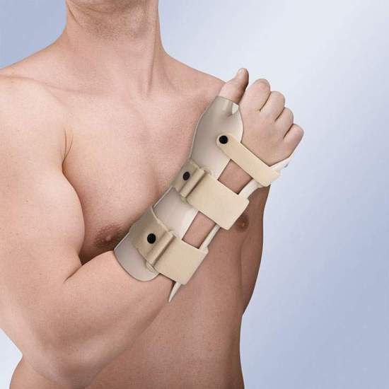 THERMOPLASTIC WRISTBAND IMMOBILIZATION STRAP (IN DORSIFLEXION) WITH THUMB TP-6103 -  Made of thermoplastic, and covered in plastazote, it incorporates 3 straps in velor with safety pin on the wrist and forearm, closing system in micro-hook. It allows the molding by means of a hot air gun.