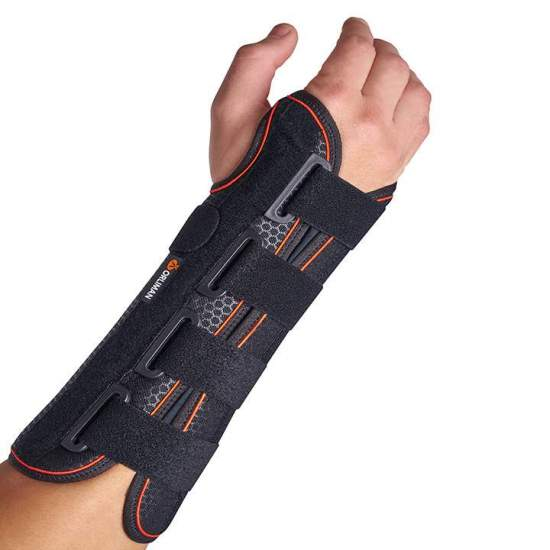 Rigid wrist strap with palm / long splint - Wristband made with a breathable textile base and a layer of cotton that is in contact with the skin allowing free movement of the fingers. They incorporate palmar splint in malleable aluminum and two plastic dorsal reinforcements,...