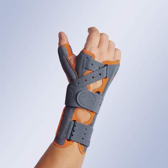 Acessório thumb Manutec® fix - Acessório de polegar feito de veludo que incorpora uma tala de alumínio maleável em seu interior para obter a abdução desejada no paciente. Pode ser acoplado às pulseiras Ref: M660 e M760 por meio de um rápido ajuste com sistema de...