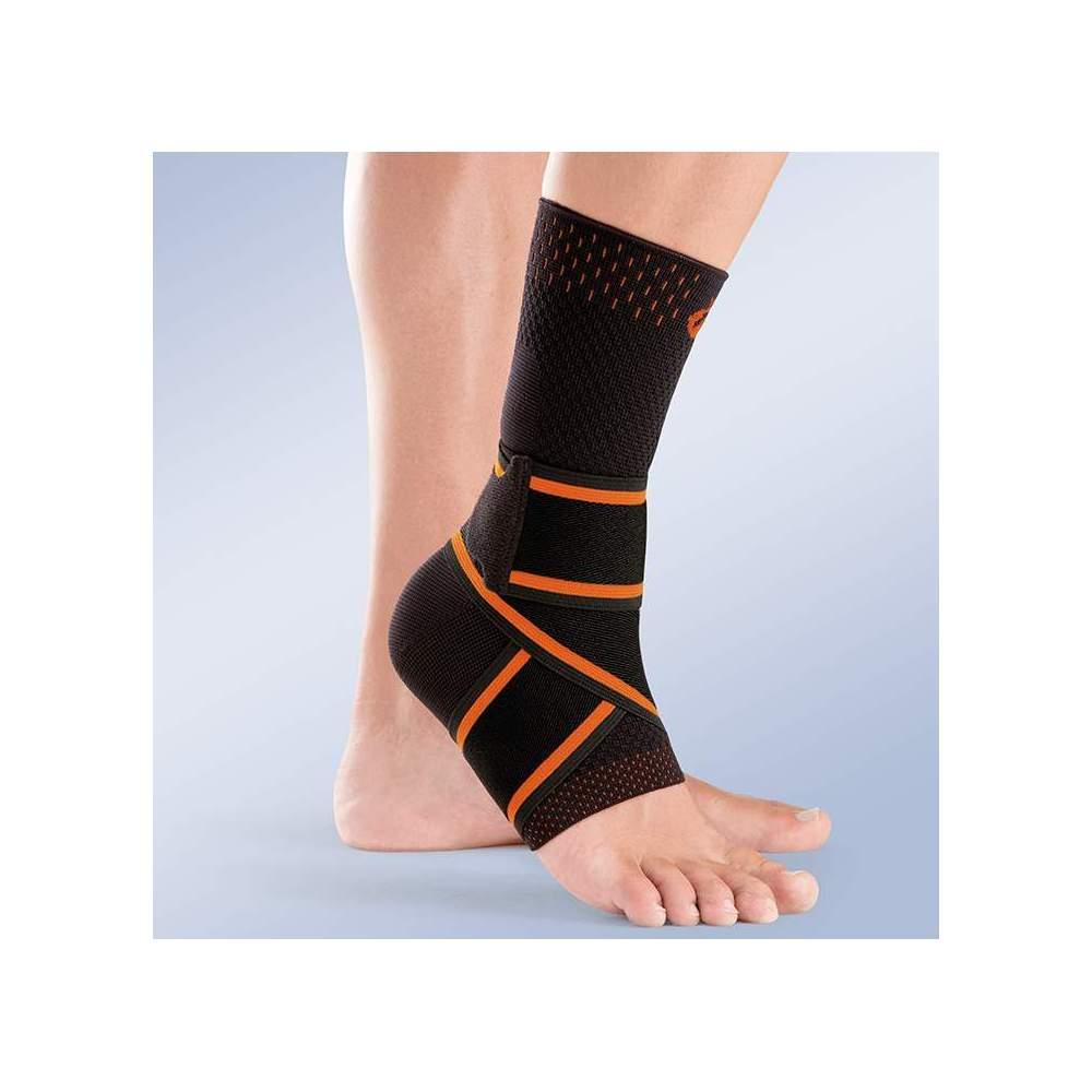 CAVIGLIA ELASTICA CROSS -  Caviglia di tipo sock realizzata in tessuto elastico traspirante con maglia piatta morbida e molto resistente, con elastico incrociato in otto.