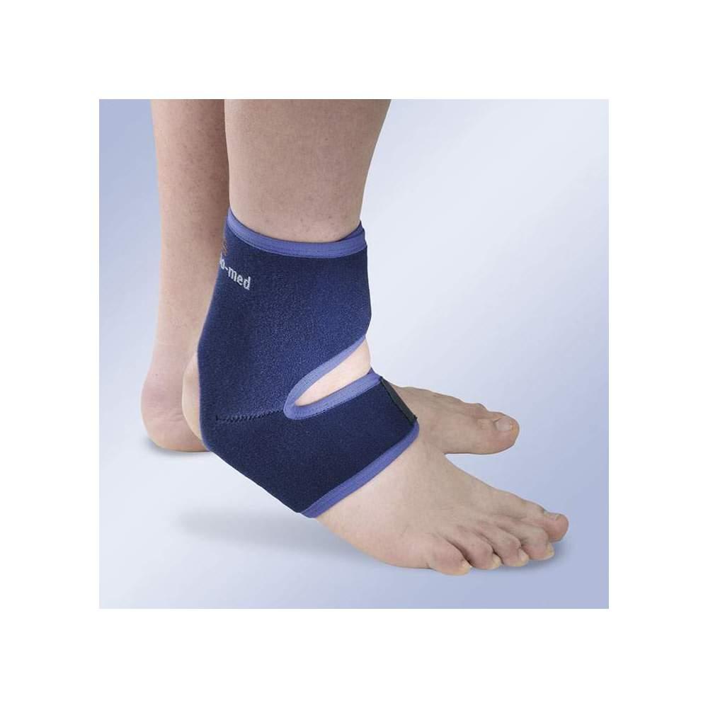 CHEVILLE UNE TAILLE -  La cheville stabilisatrice à taille unique permet de contrôler la tension au moyen de bandes de réglage qui favorisent une adaptation parfaite à la fois au cou-de-pied et au...