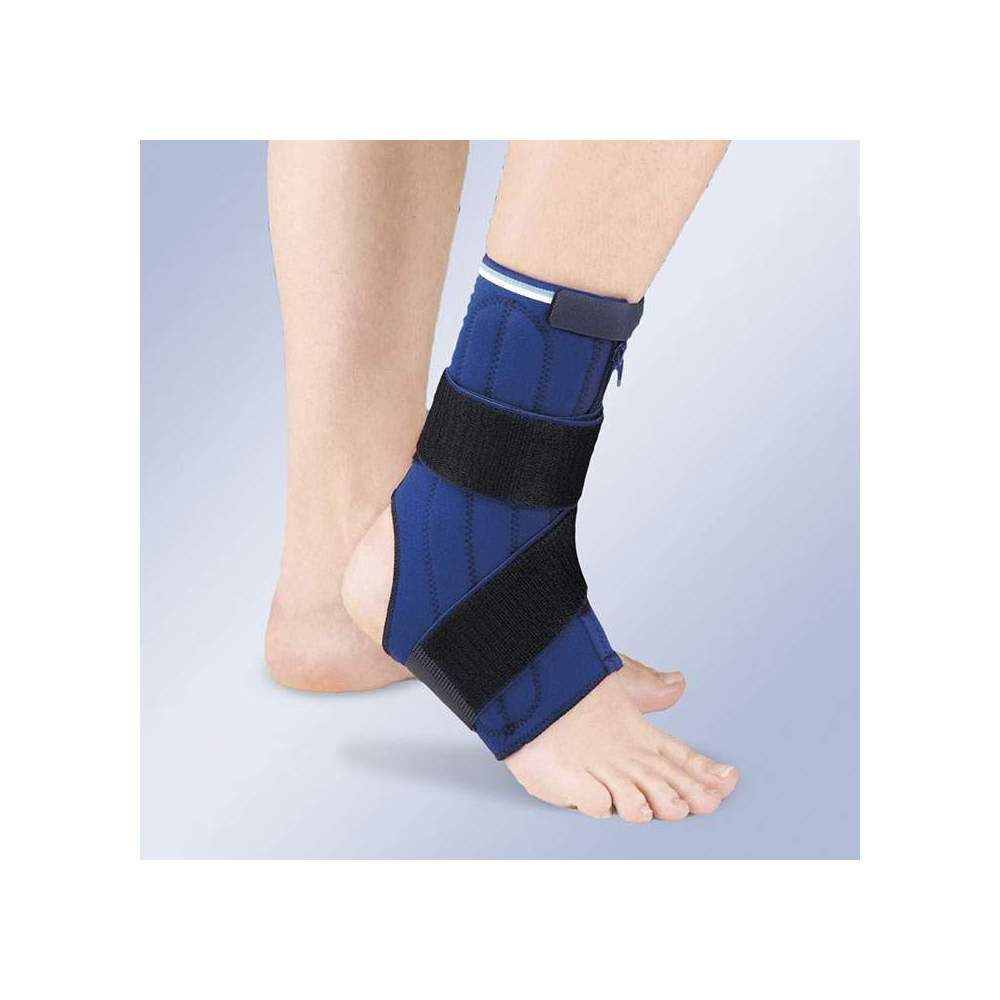 STABILIZING ANKLE IN NEOPRENE WITH DOUBLE SIDE MIDDLE WHALES -  An open 3mm neoprene ankle with velcro adjustment on the upper part, elastic band and stabilizing mid-side whales. Bilateral ankle with zip fastening system, facilitating the...