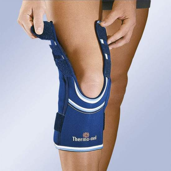 NEOPRENE KNEE WITH OPENINGS IN THIGH AND PANTORRILLA SIDE STABILIZERS AND ADJUSTMENT CINCHES 4103-A -  4.5 mm neoprene knee pad with flexible side stabilizers and upper and lower adjustment straps. Interchangeable patellar pad. Easy to put on and take off thanks to the openings in the thigh and calf. Download popliteas.