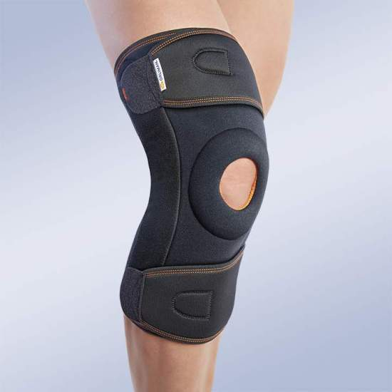 ENVELOPE KNEE PAD WITH POLYCENTRIC JOINTS - Textile knee brace in three-layer breathable elastic material. Made of elastic velor (knee area) and elastic fabric (cinches area); formed by 3 layers that are divided into an elastic fabric based on microfibres, polyurethane foam and...