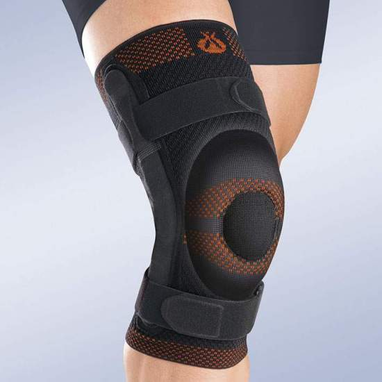 BREATHABLE ELASTIC KNEE PAD WITH CLOSED ROTULA SILICONE BEARING AND METALLIC STRAPS WITH POLYCENTRIC ARTICULATION