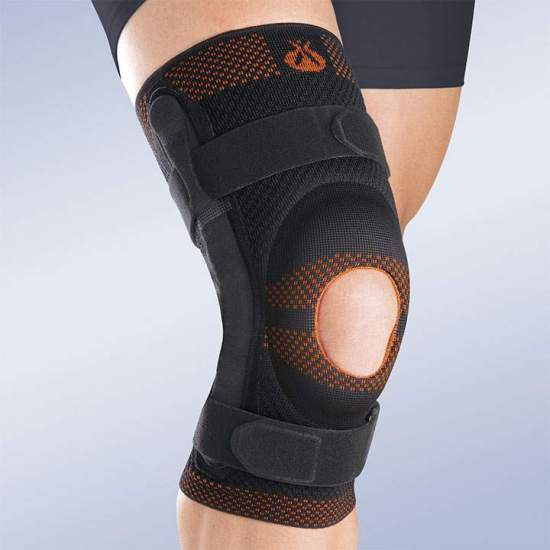 BREATHABLE ELASTIC KNEE PAD WITH OPEN ROTULA SILICONE IMPRESSION AND METALLIC STRIPS WITH POLYCENTRIC ARTICULATION 8107 - Made in three-dimensional knitted fabric, providing greater transverse elasticity while exerting the necessary compression in each area, this new concept of knitted fabric provides better fixation on the skin, and stability during...
