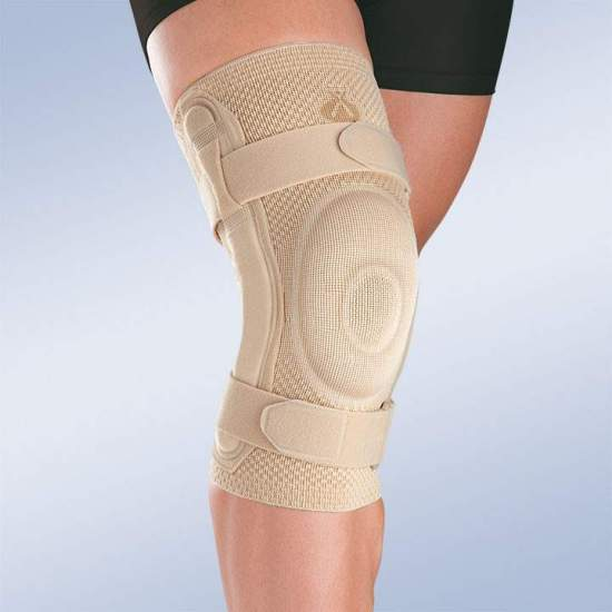 BREATHABLE ELASTIC KNEE PAD WITH CLOSED ROTULA SILICONE PEDAL AND METALLIC STRIPS WITH POLYCENTRIC ARTICULATION 9106 -  Made in three-dimensional knitted fabric, providing greater transverse elasticity while exerting the necessary compression in each area, this new concept of knitted fabric provides better fixation on the skin, and stability during...
