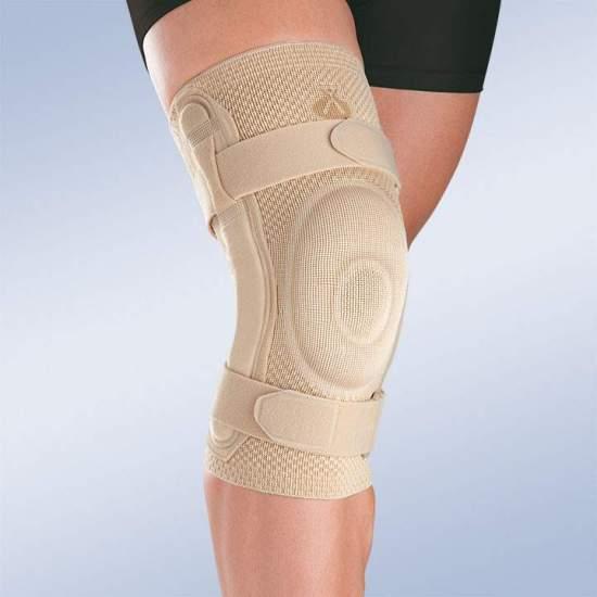 GINOCCHIERA ELASTICA TRASPIRANTE CON PEDALE IN SILICONE ROTULA CHIUSO E STRISCE METALLICHE CON ARTICOLAZIONE POLICRONICA 9106 -  Realizzato in tessuto tridimensionale a maglia, che fornisce una maggiore elasticità trasversale esercitando la compressione necessaria in ogni area, questo nuovo concetto di tessuto a maglia fornisce una migliore fissazione sulla pelle...