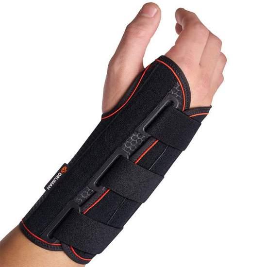 Colar de pulso semi-rígido com tala palmar média Orliman MF-D61 / MF-I61 -  Pulseira feita com uma base têxtil respirável e uma camada de algodão que está em contato com a pele, permitindo o livre movimento dos dedos. Eles incorporam tala palmar em alumínio maleável e dois reforços dorsais de plástico,...