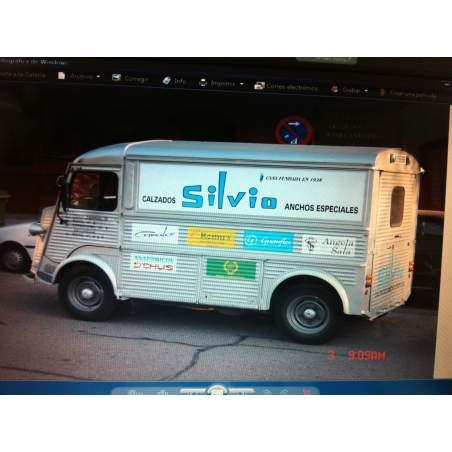Vehículos publicitarios del grupo Silvio