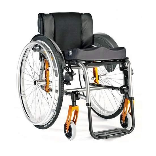 Alumínio cadeira de rodas Quickie Vida R - Rapidinha Vida R é a cadeira de alumínio com as melhores opções e relação de preços. Projetado para atender as exigências da vida moderna para as suas múltiplas configurações e opções de configuração. Escolha esta versão com apoio para...