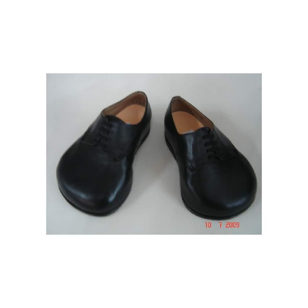 Caso 2 - MEDIDA sapatos ortopédicos - Caso 2.Cada tipo de pé requer soluções diferentes e, portanto, vamos tomar o cuidado de fazer o sapato que você precisa, dando-lhe todo o conforto e cuidado que seus pés precisam.